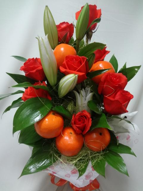 Букет из целых фруктов и цветов своими руками